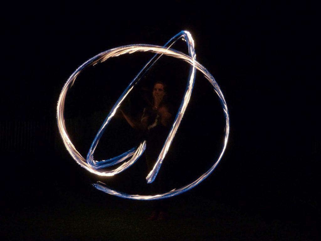 jonglerie enflamée cirque en Fleur