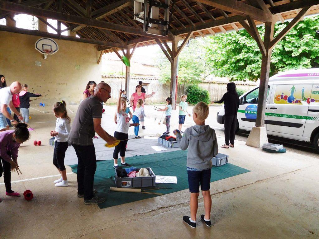 cirque à l'école avec les parents et enfants