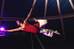 spectacle cirque sous chapiteau_ corde lisse Fleur