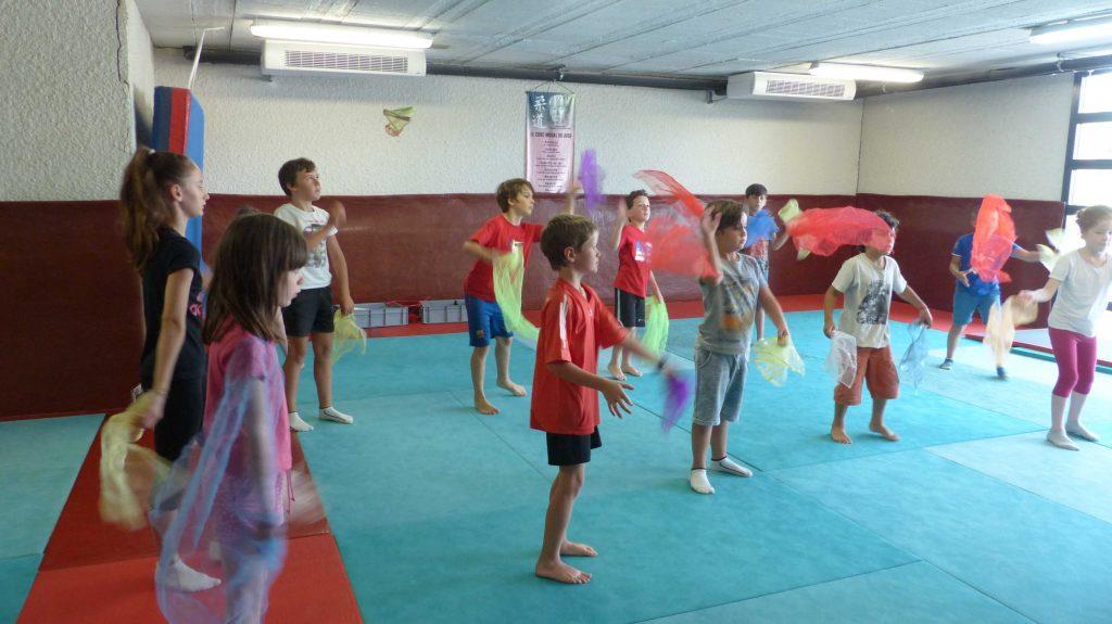 cirque_apprendre à jongler_jonglage_jonglerie_balles_foulards_activité_atelier_découverte