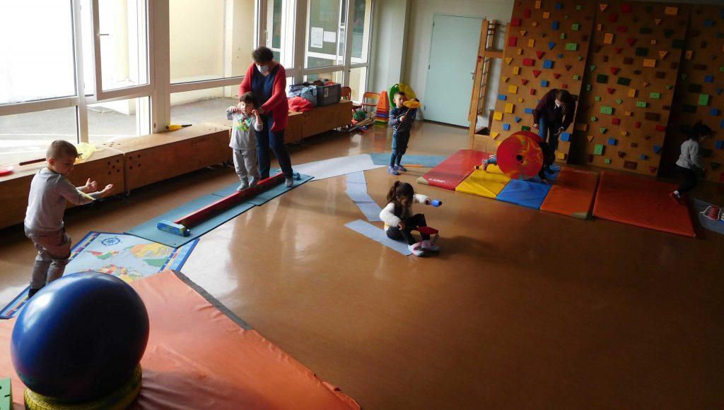 Ateliers cirque maternelles _ équilibres et jonglerie